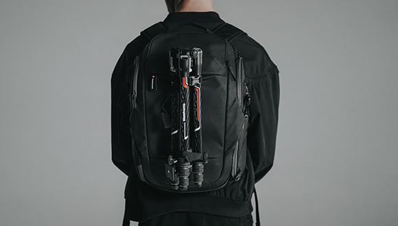 双肩摄影包背负效果